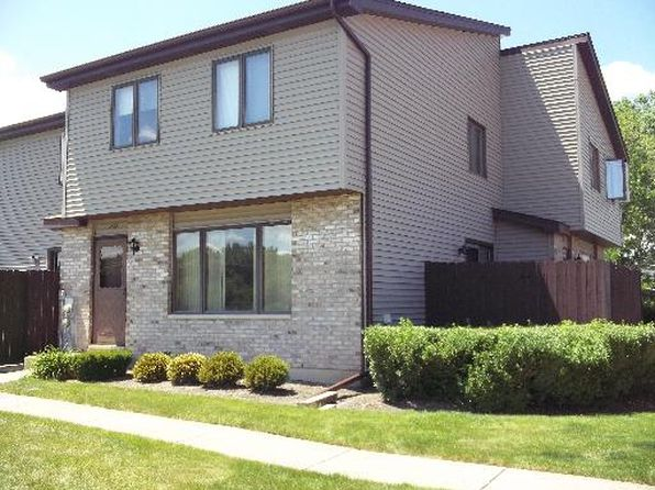 2 bed 2 bath Townhouse at 272 Circlegate Rd New Lenox, IL, 60451 is for sale at 135k - 1 of 4
