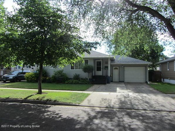 3 bed 2 bath Single Family at 922 4th Ave W Dickinson, ND, 58601 is for sale at 250k - 1 of 48