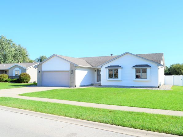 3 bed 2 bath Single Family at 684 N Edgemere Dr Bourbonnais, IL, 60914 is for sale at 170k - 1 of 23