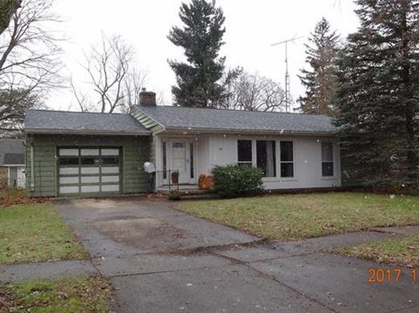 2 bed 1 bath Single Family at 108 Cogshall St Holly, MI, 48442 is for sale at 122k - 1 of 11