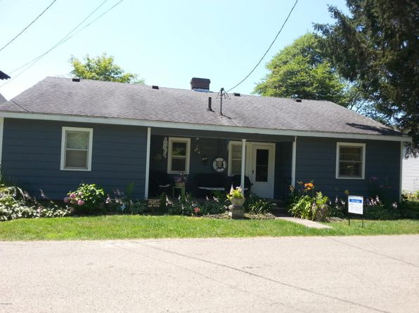 4 bed 2 bath Single Family at 33241 Lakeview Ave Dowagiac, MI, 49047 is for sale at 390k - 1 of 6