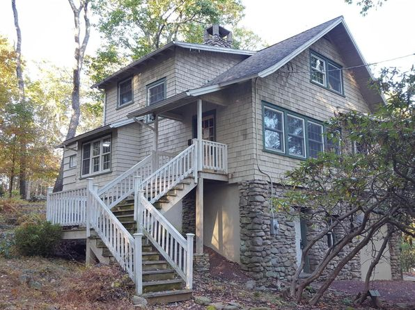 buck hill falls mature singles Single family home for sale in buck hill falls, pa for $159,900 with 4 bedrooms and 2 full baths, 1 half bath 702 fawn circle , buck hill falls, pa, 18323.