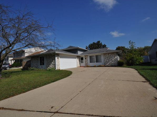 3 bed 3 bath Single Family at 85 Leawood Dr Roselle, IL, 60172 is for sale at 289k - 1 of 17