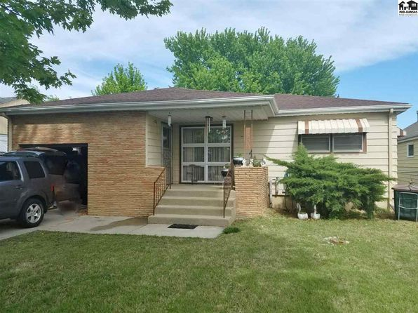 2 bed 2 bath Single Family at 1008 Stout St Pratt, KS, 67124 is for sale at 87k - 1 of 11