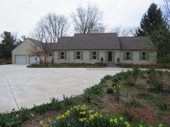 4 bed 3 bath Single Family at 1321 Tuesburg Ct Pontiac, IL, 61764 is for sale at 350k - 1 of 46