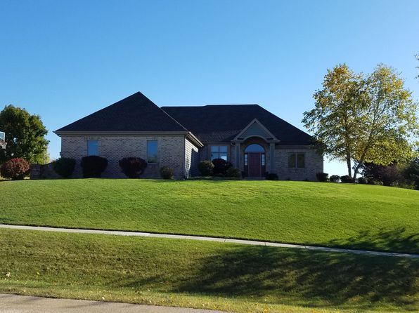 3 bed 3 bath Single Family at 345 River Bluff Cir Oconomowoc, WI, 53066 is for sale at 420k - 1 of 35