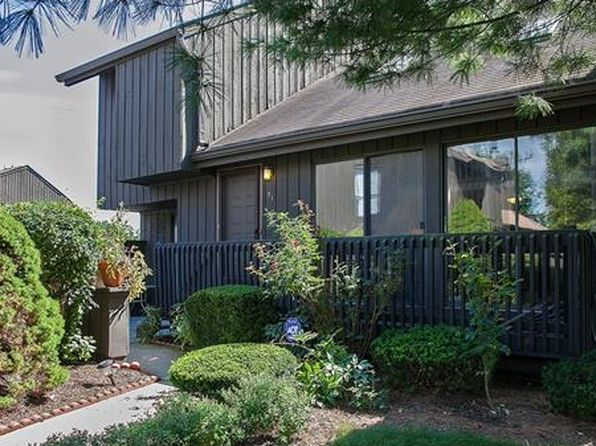 2 bed 3 bath Townhouse at 51 Westgate Dr Edison, NJ, 08820 is for sale at 410k - 1 of 23