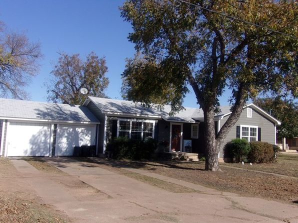 2 bed 2 bath Single Family at 903 E Sandstone St Llano, TX, 78643 is for sale at 245k - 1 of 16
