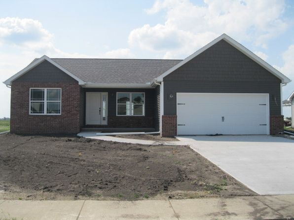 3 bed 2 bath Single Family at 3004 Applewood Dr Monticello, IL, 61856 is for sale at 240k - 1 of 4