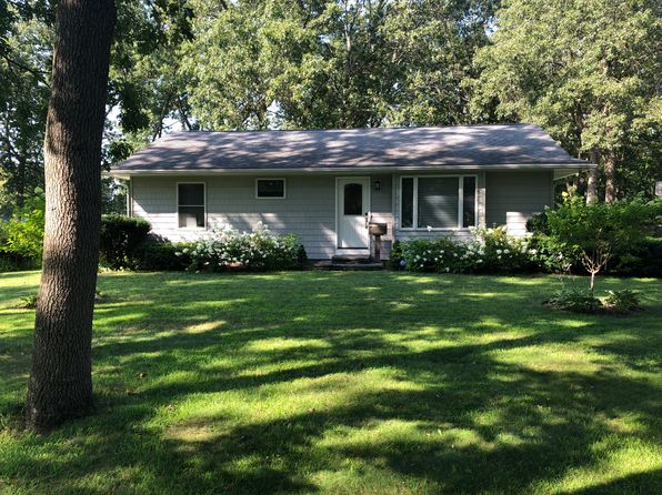 Astounding East Longmeadow Ma For Sale By Owner Fsbo 2 Homes Zillow Home Interior And Landscaping Palasignezvosmurscom