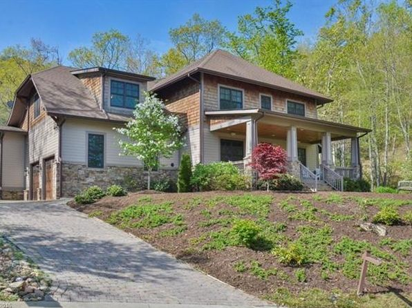 76 old greybeard loop black mountain nc 28711 zillow for Classic house loop