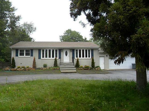 42 golden view dr johnston ri 02919 zillow for 8 kitchener rd johnston ri