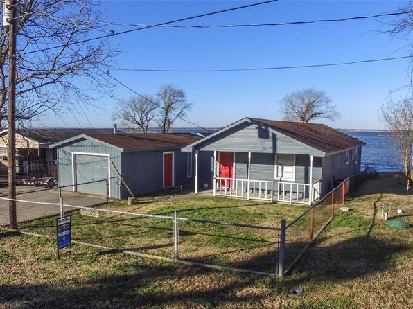 2 bed 1 bath Single Family at 220 W LAKEVIEW WOOD ONALASKA, TX, 77360 is for sale at 220k - 1 of 29