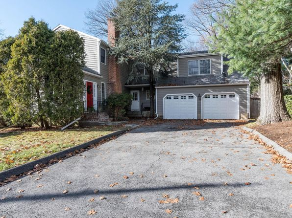 3 bed 3 bath Single Family at 5 ROBINSON ST DARIEN, CT, 06820 is for sale at 955k - 1 of 22