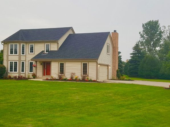 4 bed 3 bath Single Family at 401 Candlewick Ct Delafield, WI, 53018 is for sale at 400k - google static map