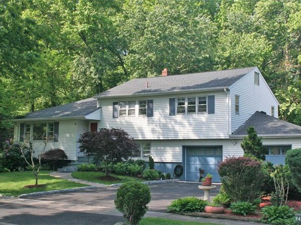 5 bed 3 bath Single Family at 23 Coles Ct River Edge, NJ, 07661 is for sale at 554k - 1 of 25