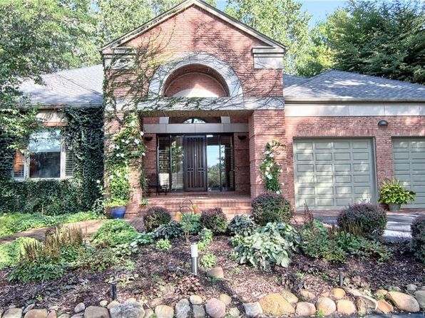 3 bed 3 bath Single Family at 4687 Lockhart St West Bloomfield, MI, 48323 is for sale at 695k - 1 of 34
