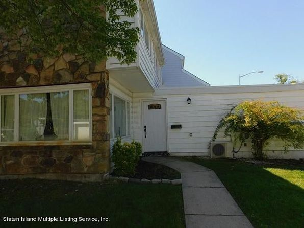 4 bed 2 bath Townhouse at 320 Hampton Grn Staten Island, NY, 10312 is for sale at 496k - 1 of 3