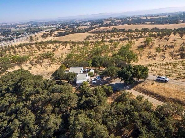 4 bed 4 bath Single Family at 1085 Ambush Trl Paso Robles, CA, 93446 is for sale at 2.60m - 1 of 25