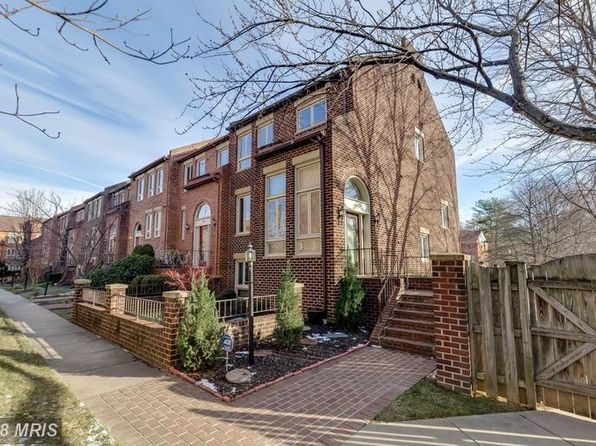 4 bed 4 bath Townhouse at 10137 Turnberry Pl Oakton, VA, 22124 is for sale at 585k - 1 of 30