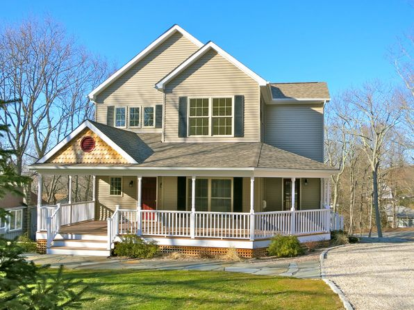 4 bed 3 bath Single Family at 11 Vickers St (6 Downer Place) Sag Harbor, NY, 11963 is for sale at 1.10m - 1 of 7