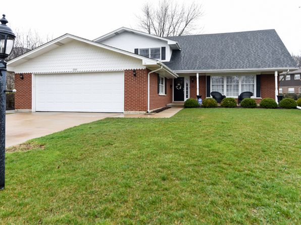 4 bed 3 bath Single Family at 2206 W Lawrence Ln Mount Prospect, IL, 60056 is for sale at 429k - 1 of 19