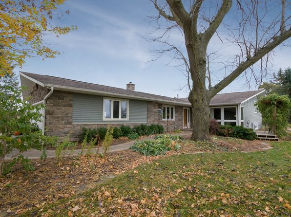 3 bed 2 bath Single Family at 3327 55th Street Trl Center Point, IA, 52213 is for sale at 290k - 1 of 15