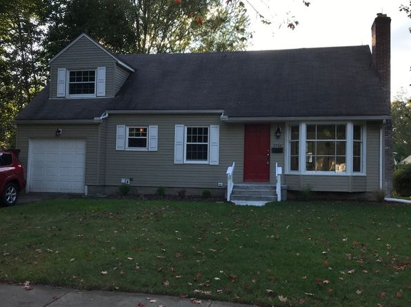 3 bed 2 bath Single Family at 2736 Overbrook Rd Cuyahoga Falls, OH, 44221 is for sale at 165k - 1 of 25