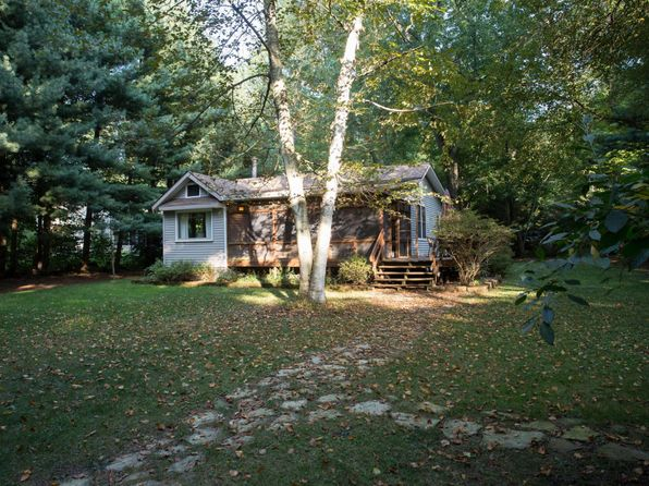 2 bed 2 bath Single Family at 16447 SECOND ST UNION PIER, MI, 49129 is for sale at 330k - 1 of 19