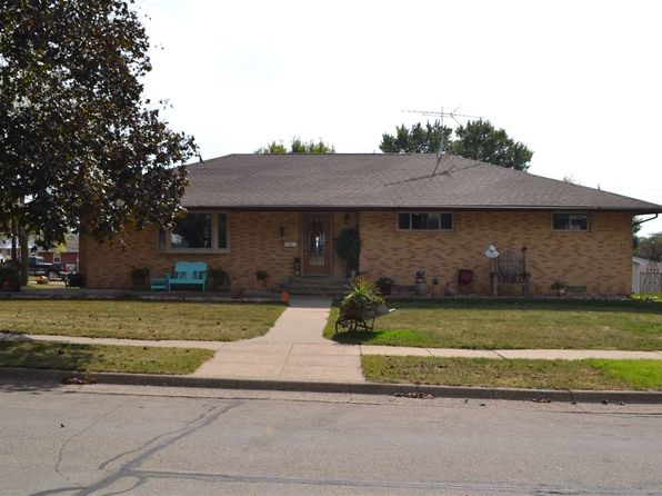 4 bed 2 bath Single Family at 719 7th Ave SE Dyersville, IA, 52040 is for sale at 259k - 1 of 25