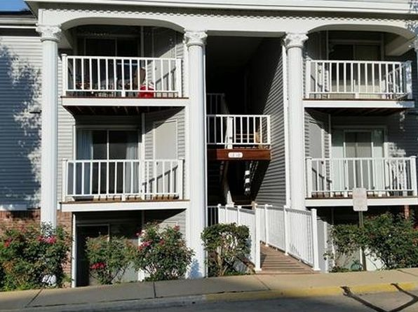 2 bed 2 bath Condo at 1210 Creve Coeur Crossing Ln Chesterfield, MO, 63017 is for sale at 112k - 1 of 4