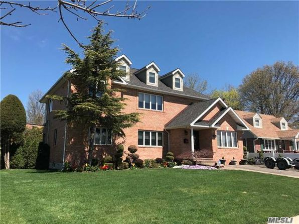 5 bed 4 bath Single Family at 1051 Maple Ln New Hyde Park, NY, 11040 is for sale at 1.10m - 1 of 18
