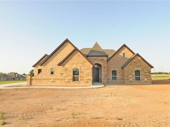4 bed 2 bath Single Family at 120 Flying Diamond Dr Springtown, TX, 76082 is for sale at 335k - 1 of 29