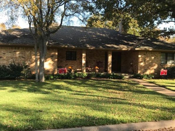 4 bed 3 bath Single Family at 24 Greenbriar St Mineral Wells, TX, 76067 is for sale at 200k - 1 of 22