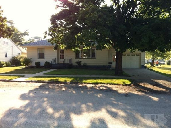 2 bed 2 bath Single Family at 204 4th Ave Newhall, IA, 52315 is for sale at 134k - 1 of 19