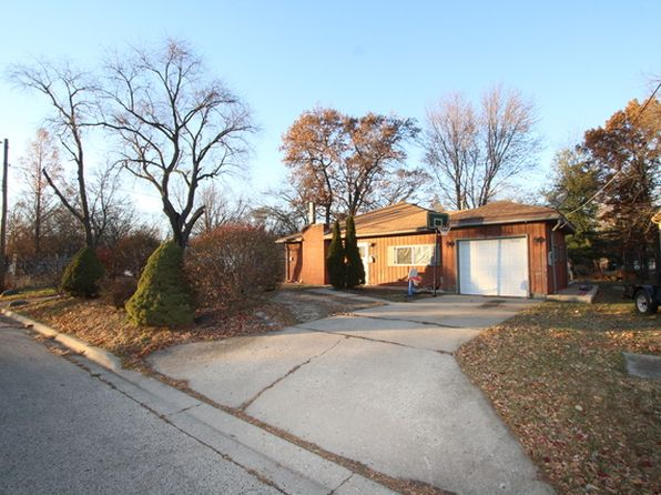 3 bed 1 bath Single Family at 610 Stewart Ave Woodstock, IL, 60098 is for sale at 120k - 1 of 6
