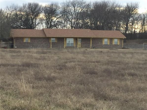 3 bed 3 bath Single Family at 286 County Road 3010 Bonham, TX, 75418 is for sale at 190k - 1 of 36