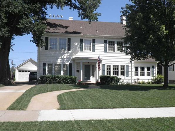 4 bed 2 bath Single Family at 302 Crescent Blvd Hutchinson, KS, 67502 is for sale at 185k - 1 of 21