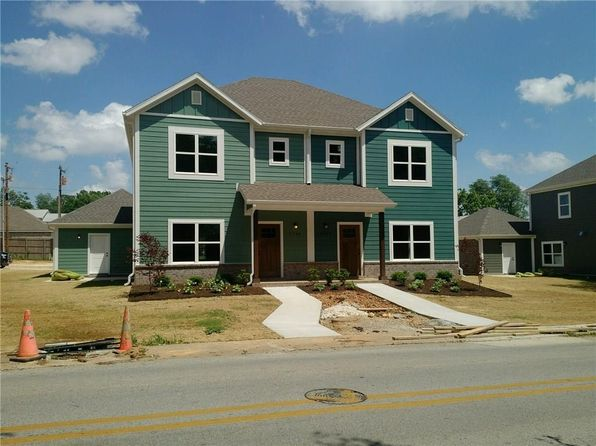 Sensational Rental Listings In Fayetteville Ar 411 Rentals Zillow Beutiful Home Inspiration Semekurdistantinfo