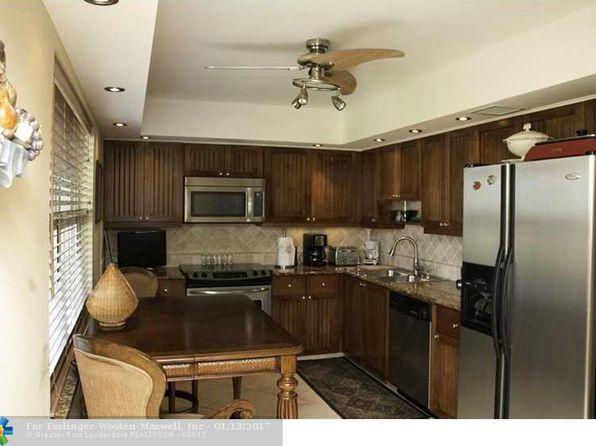 Wood Cabinets In Kitchen - Pompano Beach Real Estate - Pompano ...