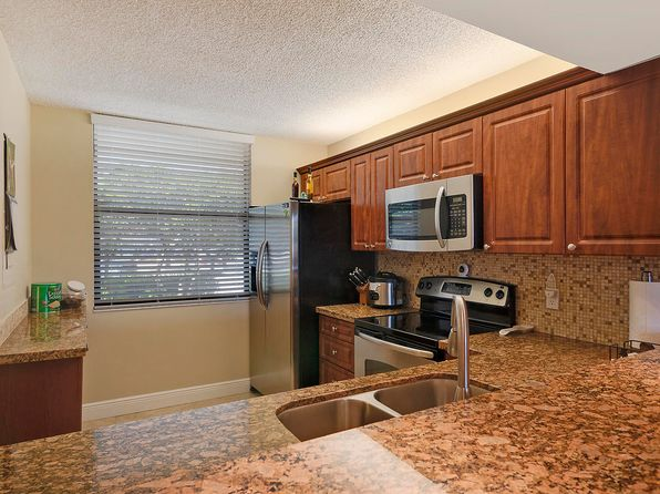 White Kitchen Cabinets   West Palm Beach Real Estate   West Palm Beach FL  Homes For Sale | Zillow