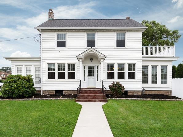 Mother Daughter Massapequa Real Estate 14 Homes For Sale Zillow