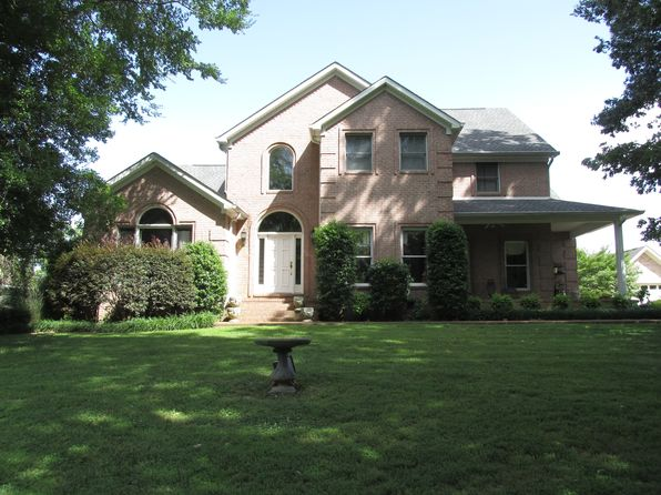 4 bed 4 bath Single Family at 104 Meadowbrook Rd Bolivar, TN, 38008 is for sale at 290k - 1 of 15