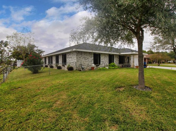 4 bed 2 bath Single Family at 201 Colony Dr Pleasanton, TX, 78064 is for sale at 285k - 1 of 26