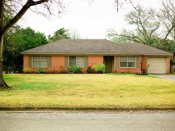 3 bed 2 bath Single Family at 203 N Post Oak St Navasota, TX, 77868 is for sale at 160k - 1 of 19