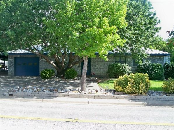 3 bed 3 bath Single Family at 1102 W Walnut St Coleman, TX, 76834 is for sale at 102k - 1 of 25