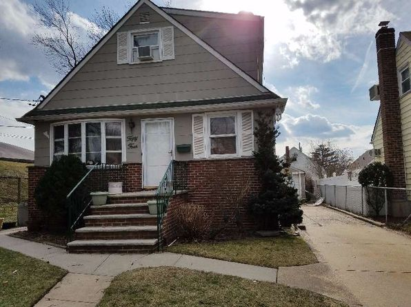 4 bed 2 bath Single Family at 54 Copiague St Valley Stream, NY, 11580 is for sale at 419k - google static map