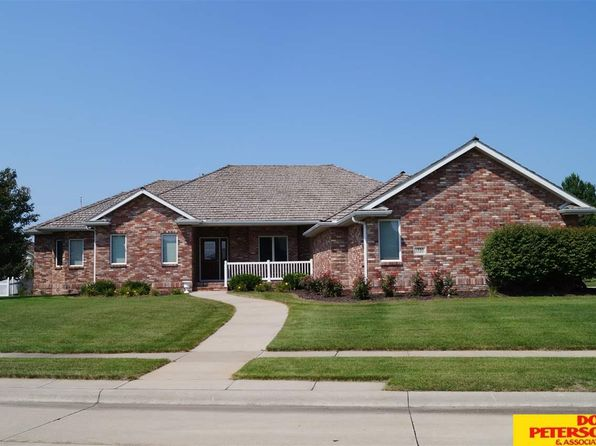 3 bed 2 bath Single Family at 1335 Glenwood Ct Fremont, NE, 68025 is for sale at 399k - 1 of 36