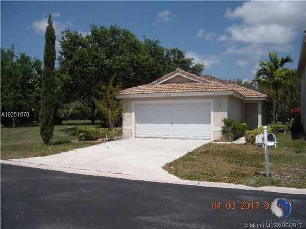 3 bed 2 bath Single Family at 6430 Willoughby Cir Lake Worth, FL, 33463 is for sale at 255k - 1 of 9