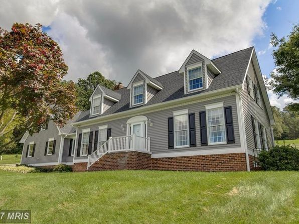 5 bed 3 bath Single Family at 917 Old New Windsor Pike Westminster, MD, 21157 is for sale at 425k - 1 of 27